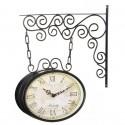 Reloj para colgar de metal.